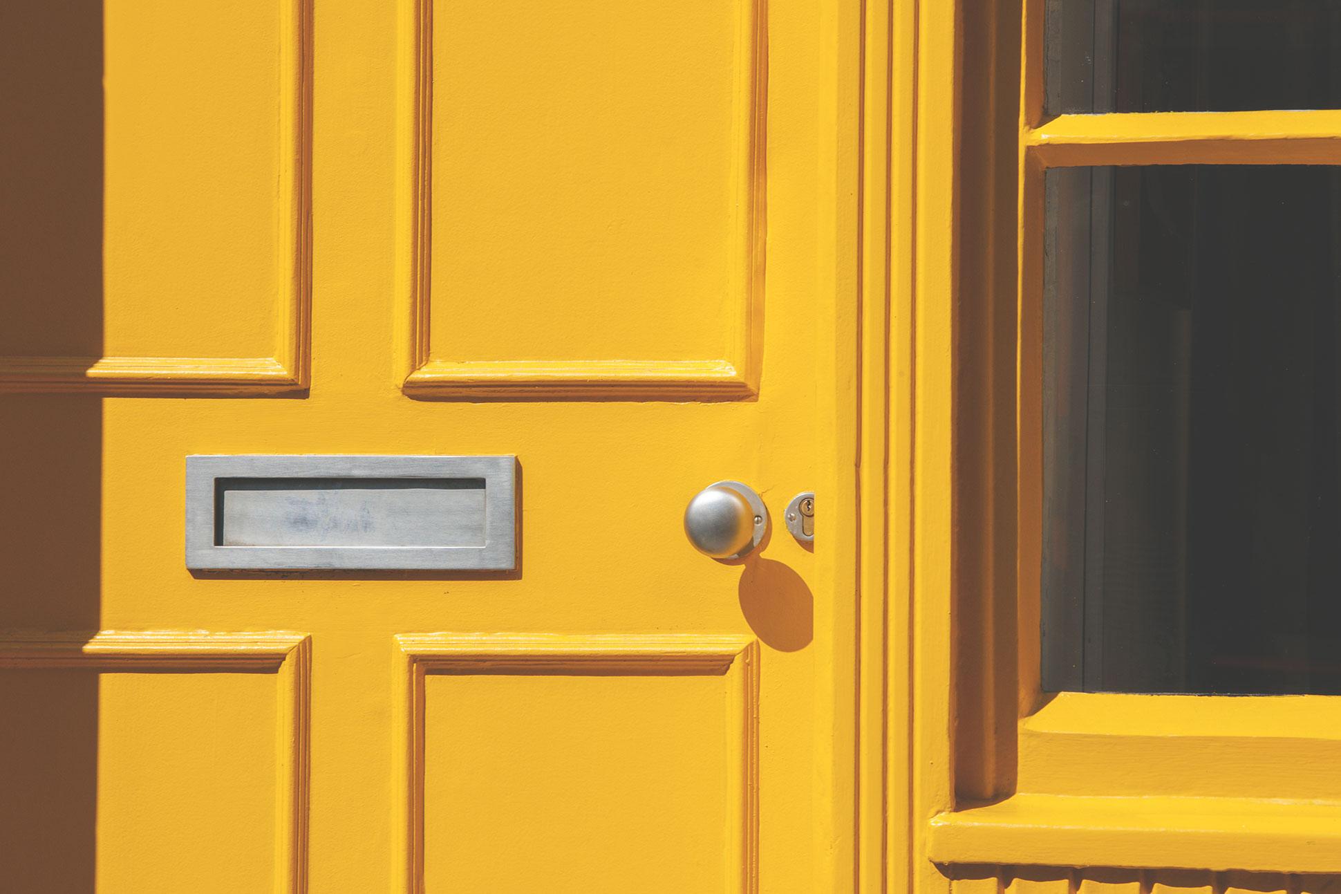 Ma un portone dipinto di giallo