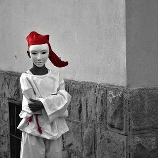 Lo spirito con il cappellino rosso